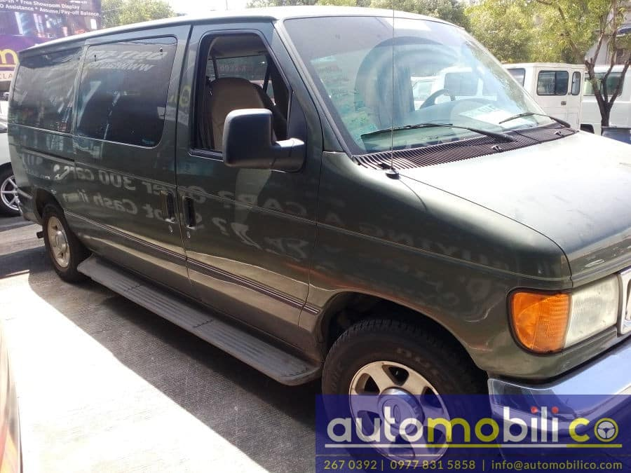 2005 Ford E-150 - Right View