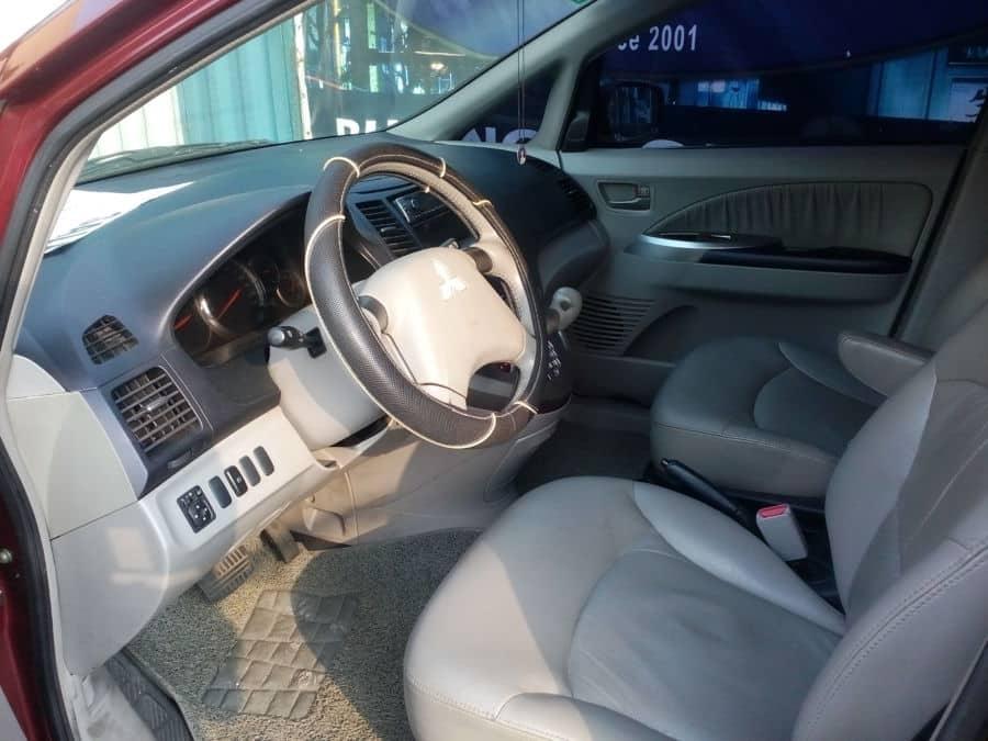 2007 Mitsubishi Grandis - Interior Front View