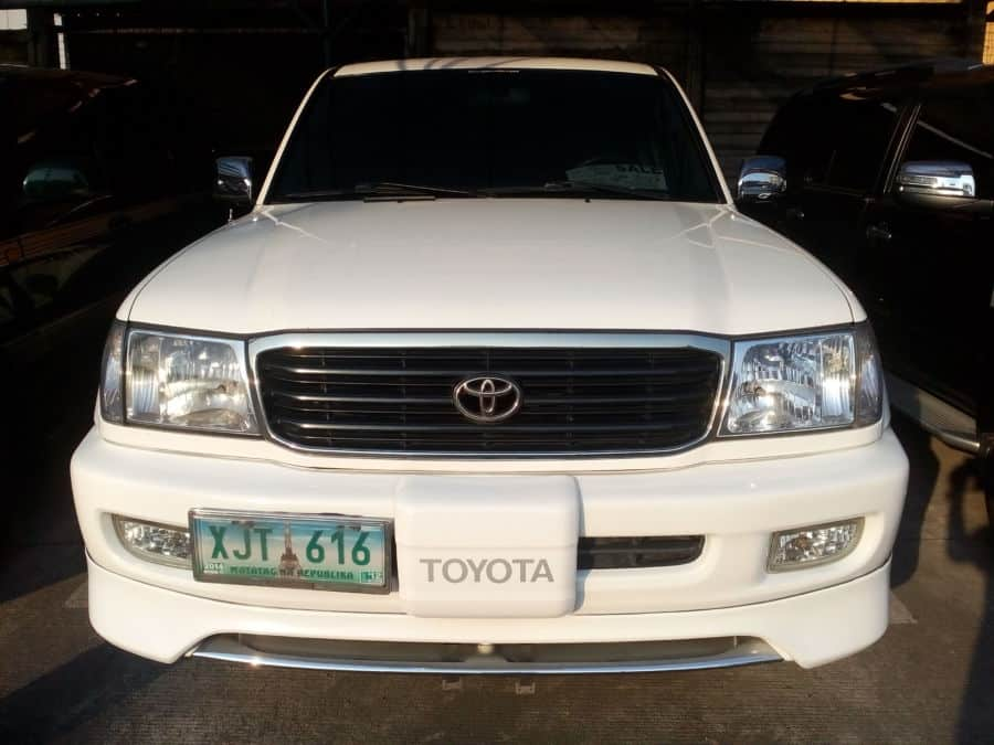 2003 Toyota Land Cruiser - Front View