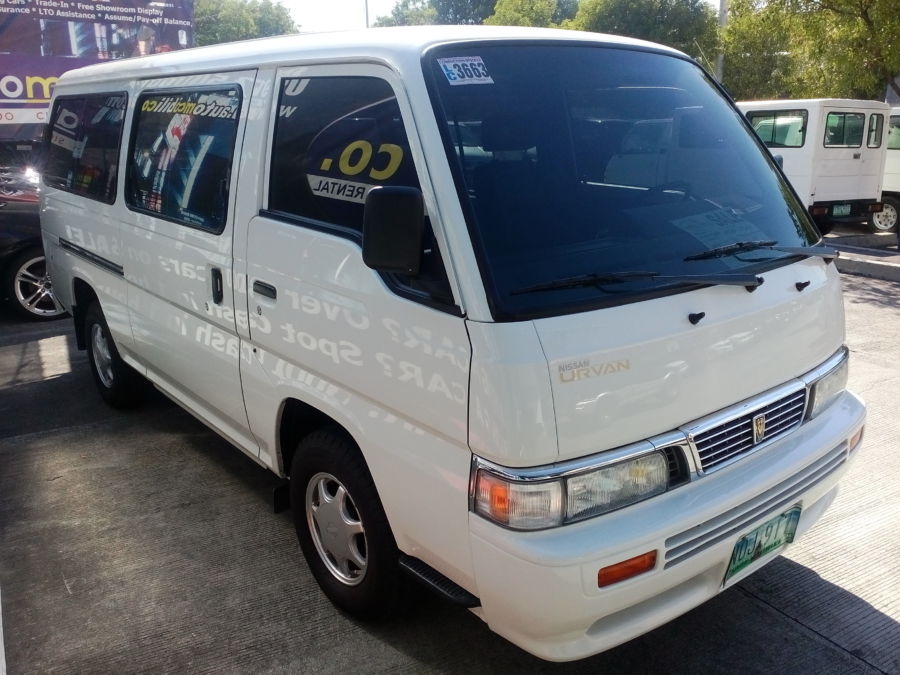 2010 Nissan Urvan - Right View