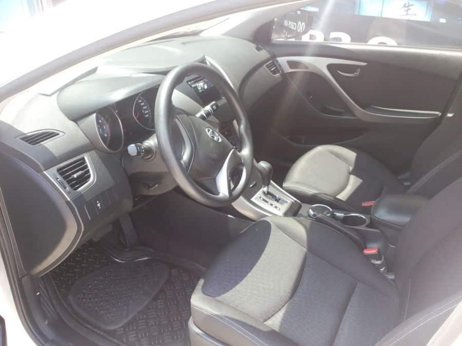 2013 Hyundai Elantra - Interior Front View