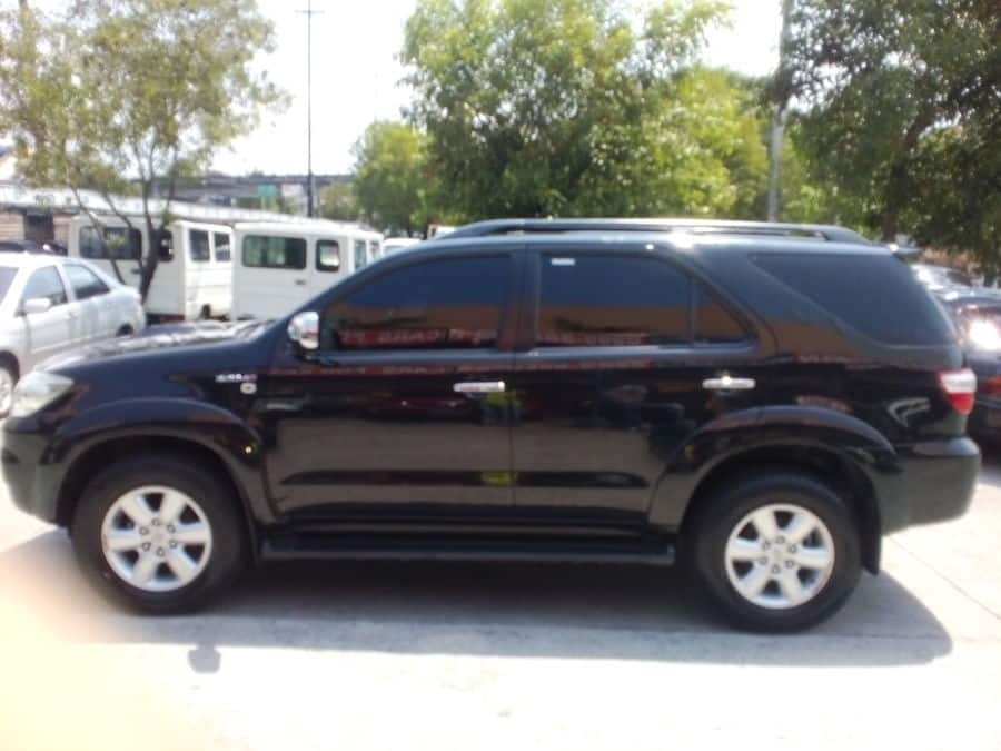 2009 Toyota Fortuner - Left View