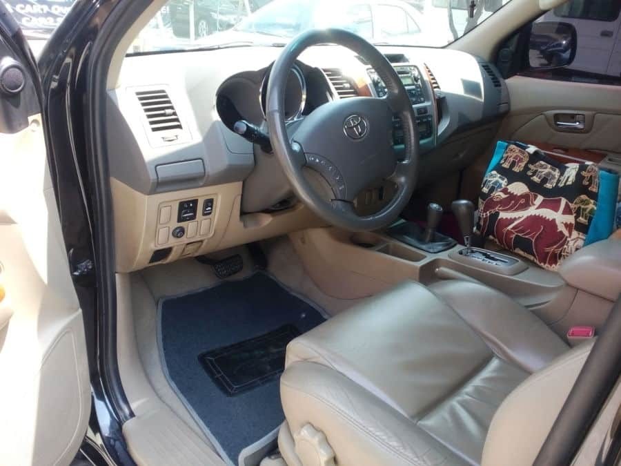2009 Toyota Fortuner - Right View
