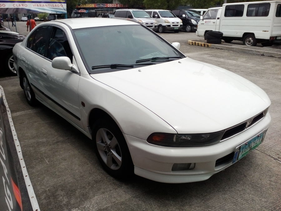 2001 Mitsubishi Galant - Right View