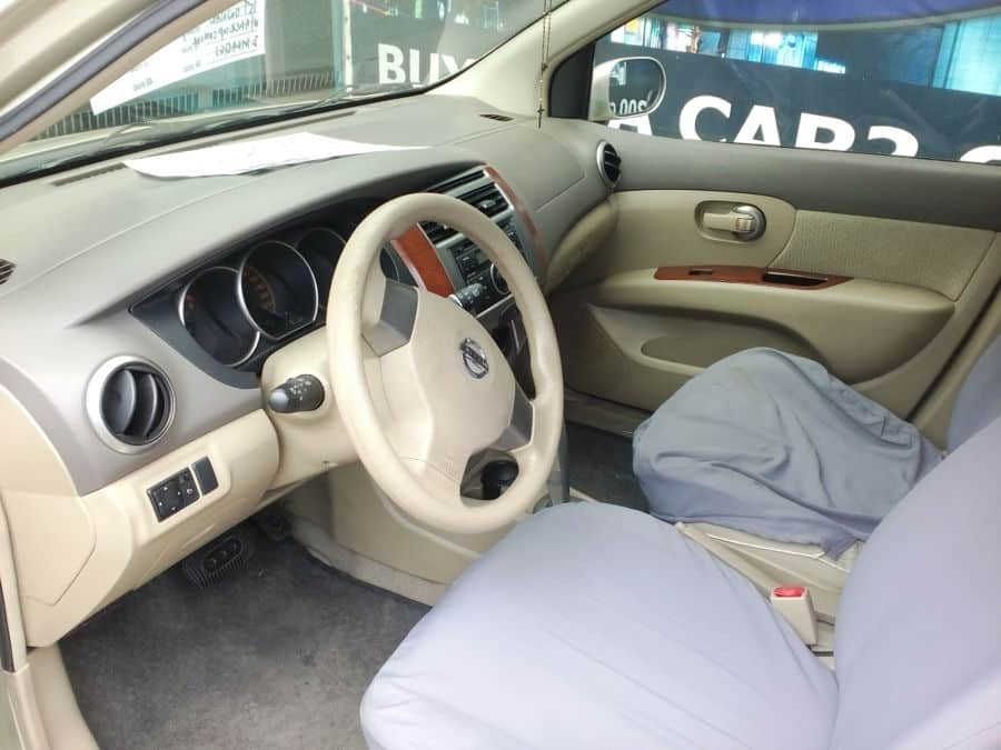 2012 Nissan Grand Livina - Interior Front View