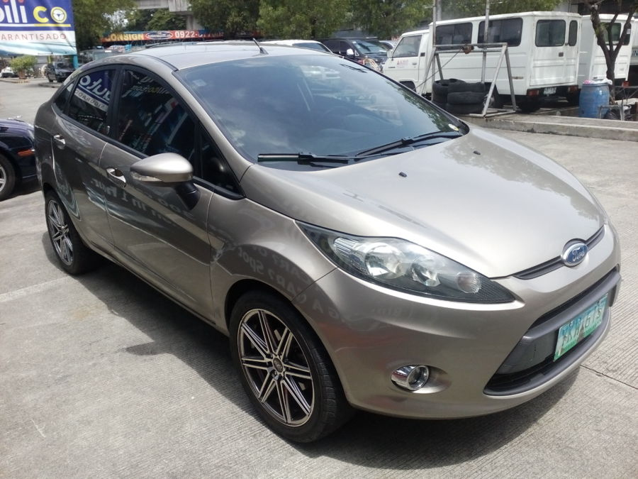 2012 Ford Fiesta - Right View