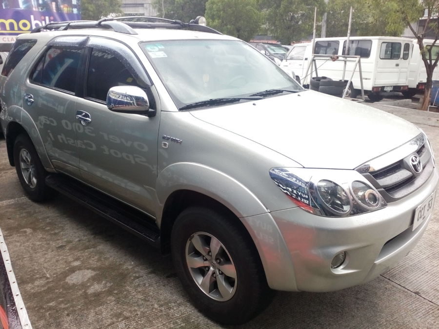 2007 Toyota Fortuner - Right View
