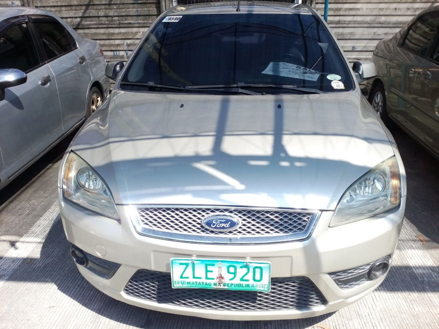 2007 Ford Focus - Right View