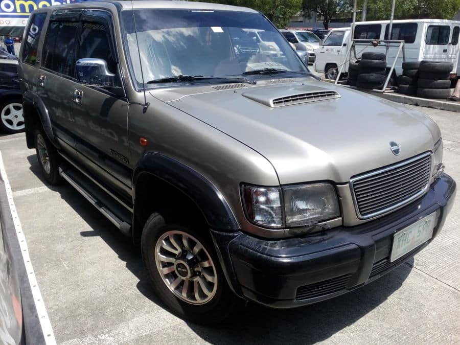 2002 Isuzu Trooper - Right View