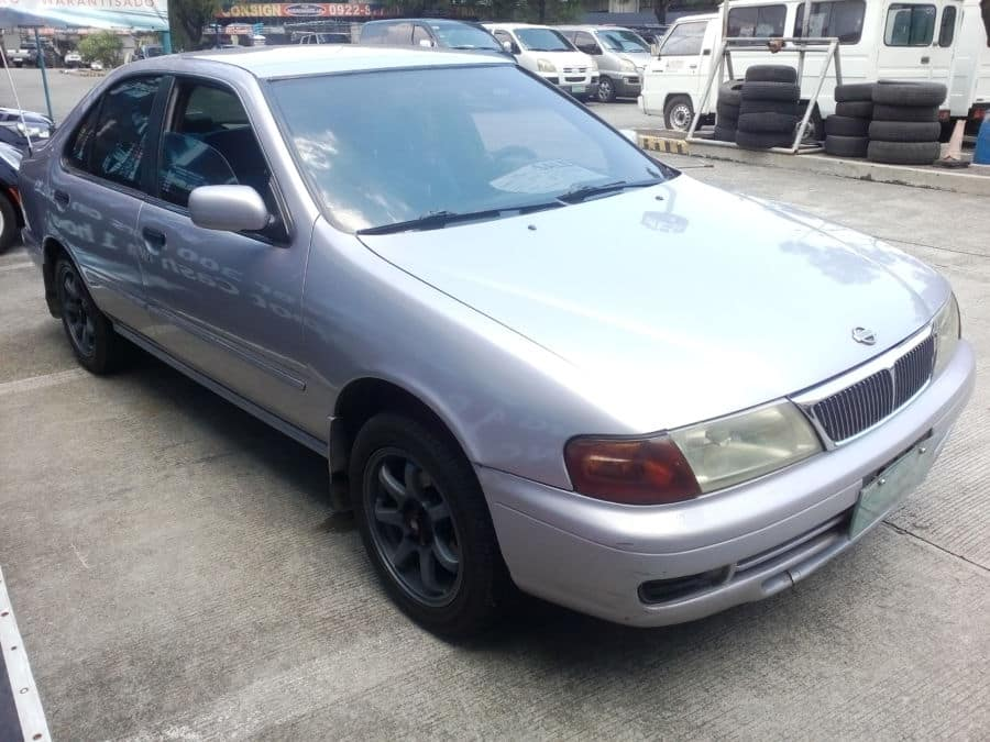 1998 Nissan Sentra - Right View