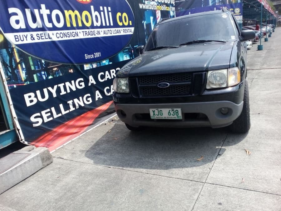 2003 Ford Explorer Sport Trac - Front View