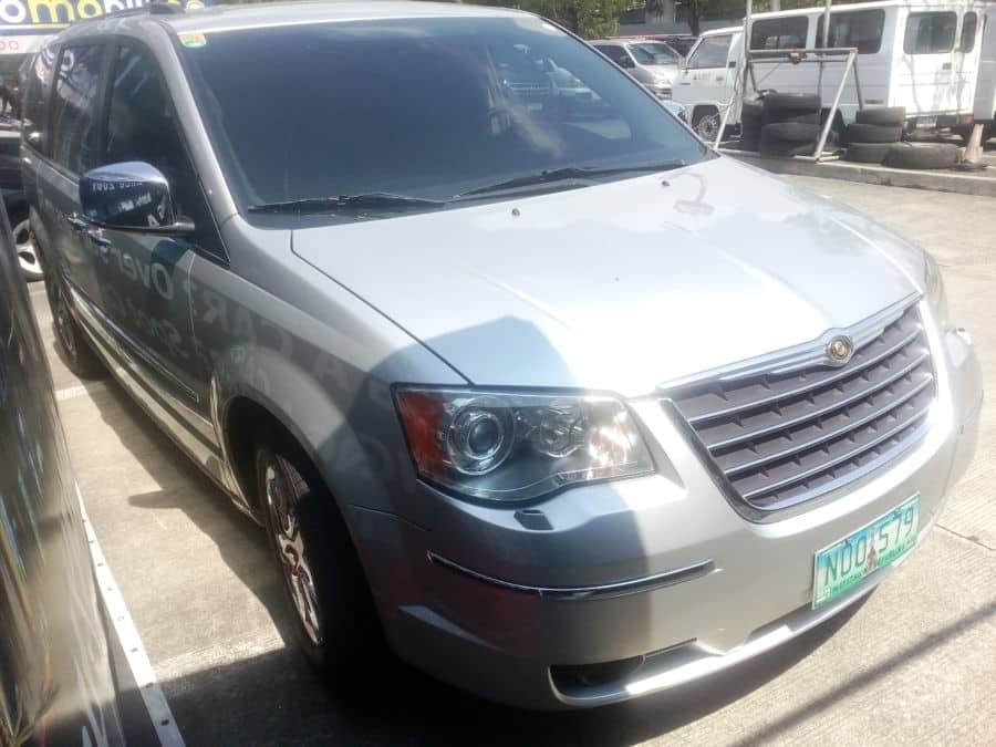 2009 Chrysler Town and Country - Right View