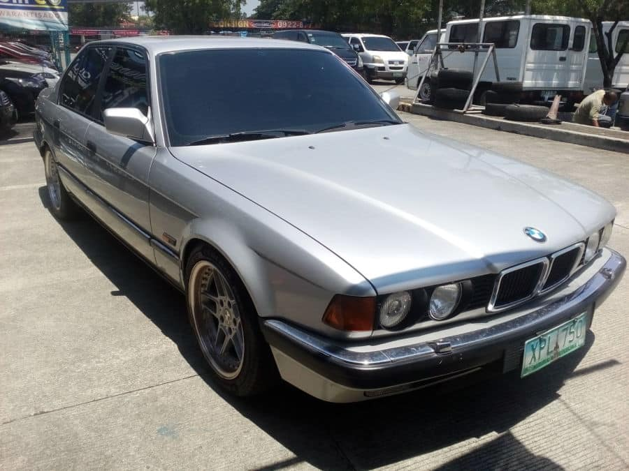1992 BMW 750 - Right View