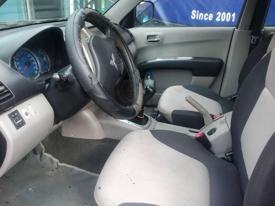 2009 Mitsubishi Strada - Interior Front View