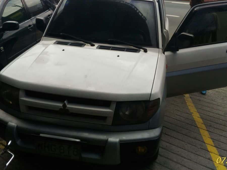 2000 Mitsubishi Pajero IO - Front View