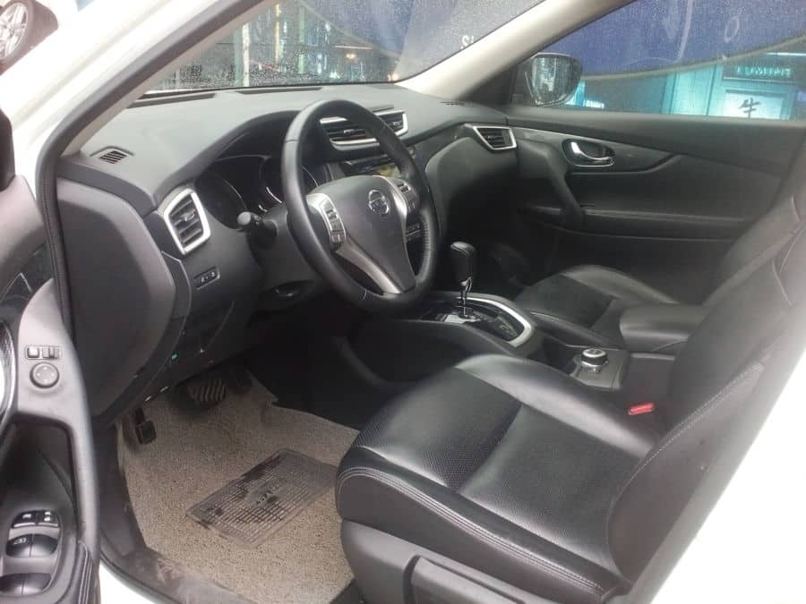 2014 Nissan X-Trail - Interior Front View
