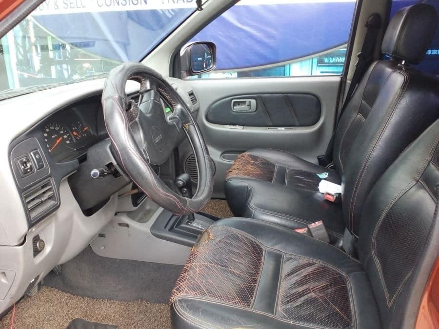 2003 Isuzu Crosswind - Interior Front View