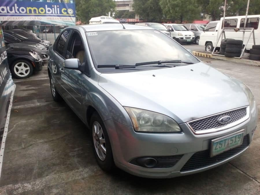 2008 Ford Focus - Right View