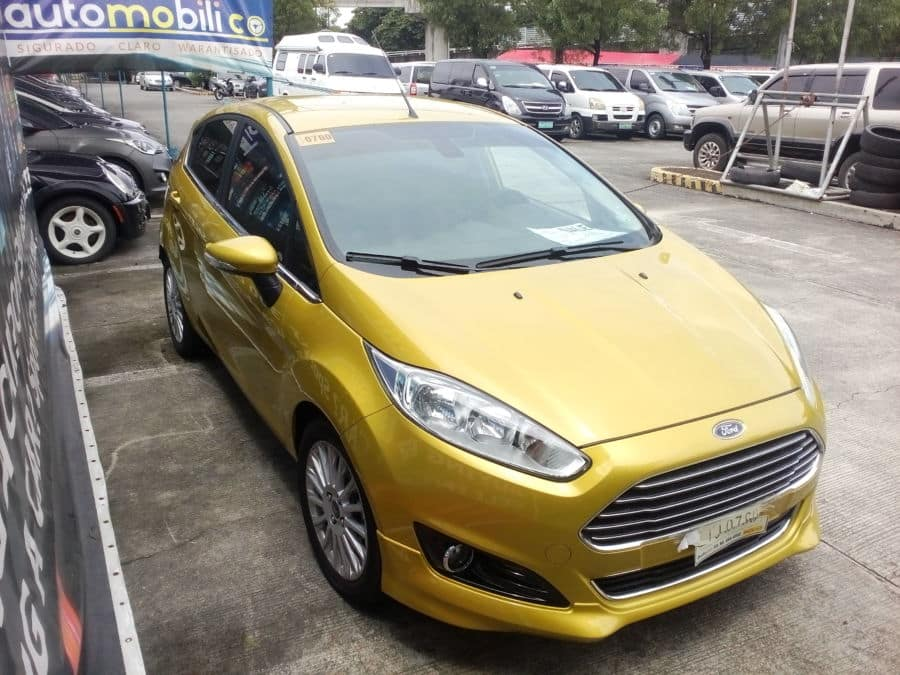 2015 Ford Fiesta - Right View
