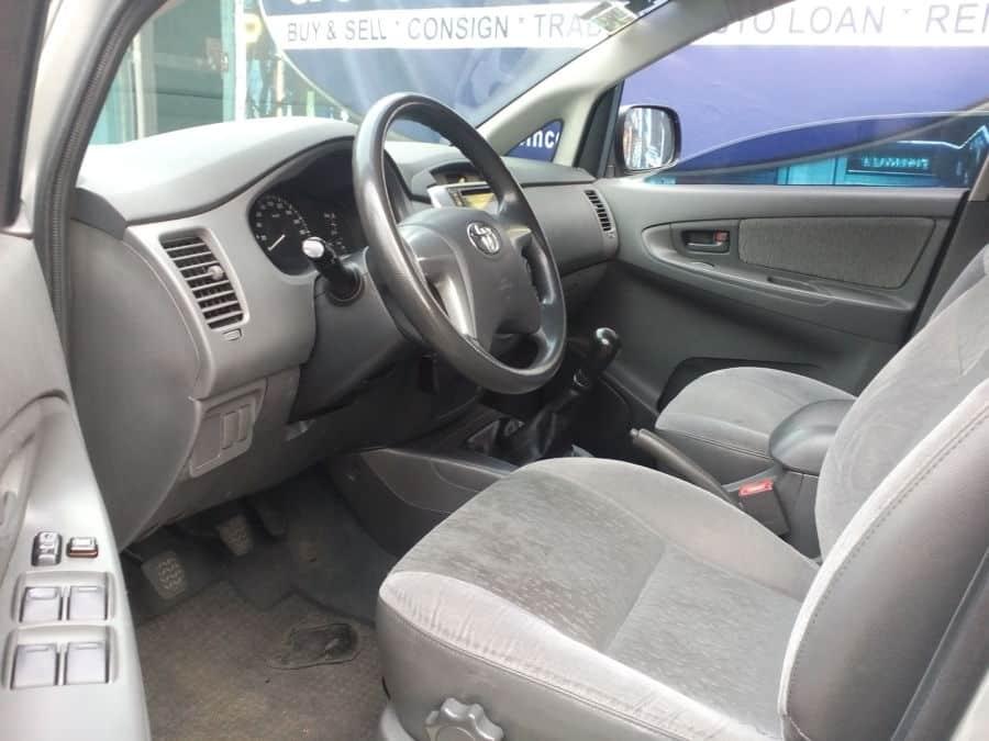 2013 Toyota Innova E - Interior Front View