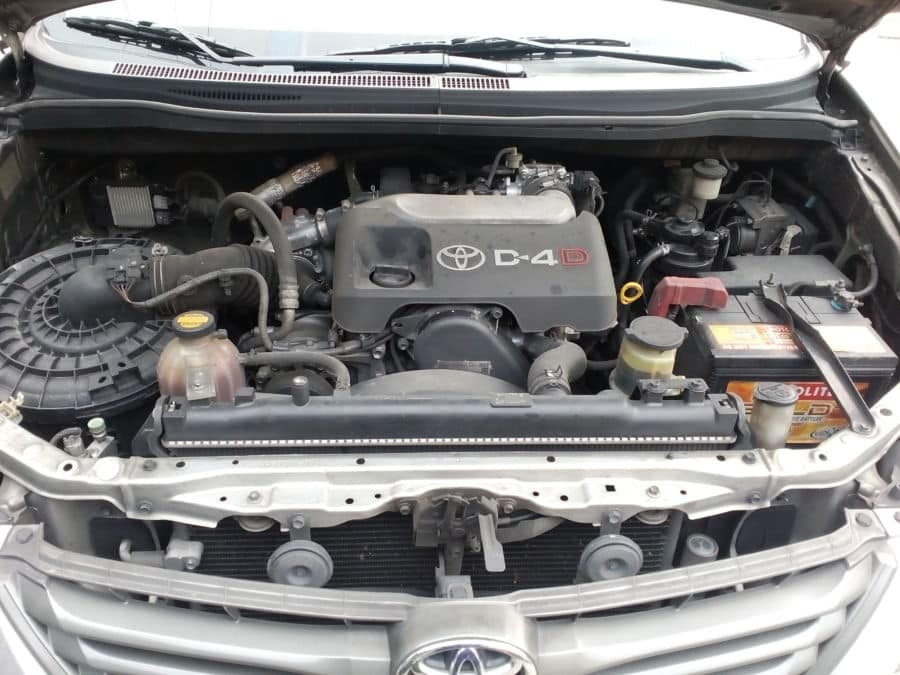 2013 Toyota Innova E - Interior Rear View