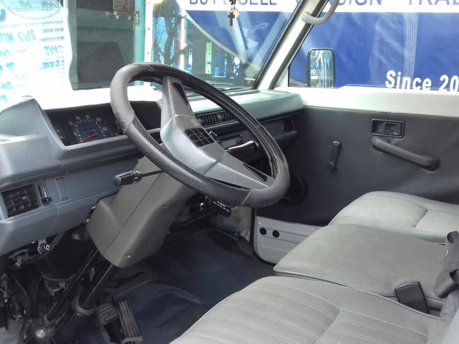 2012 Mitsubishi L300 - Interior Front View