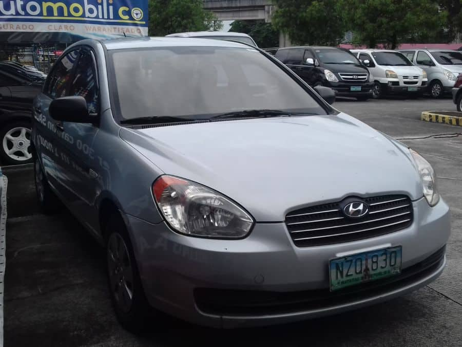 2009 Hyundai Accent - Right View