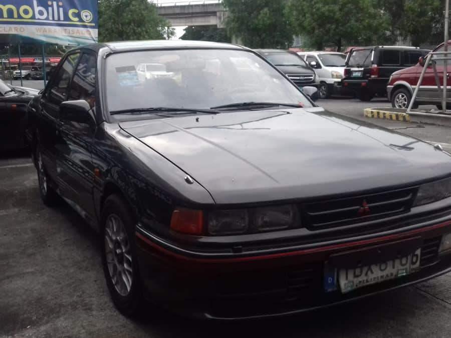 1992 Mitsubishi Galant - Right View