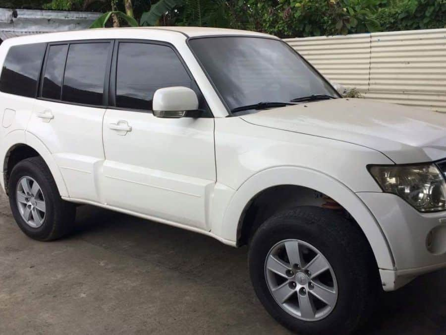 2007 Mitsubishi Pajero - Right View