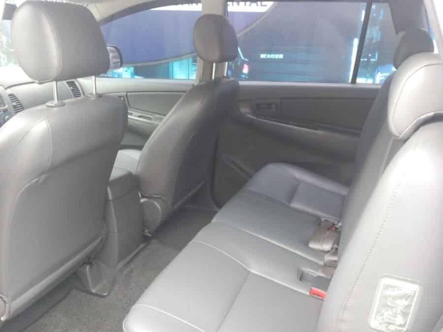 2013 Toyota Innova J - Right View