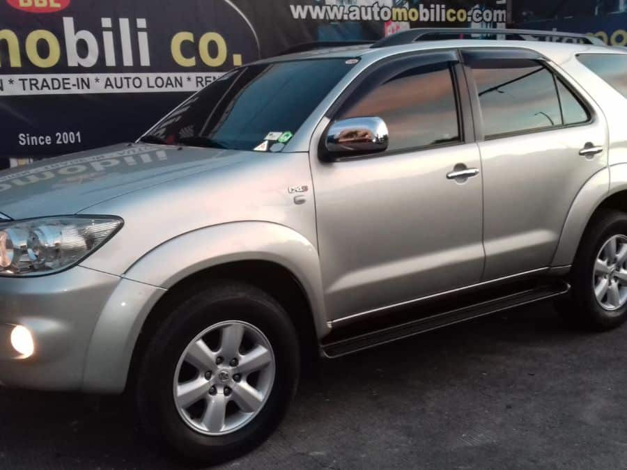 2010 Toyota Fortuner - Left View