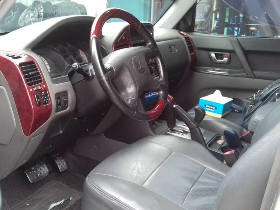 2004 Mitsubishi Pajero - Interior Front View