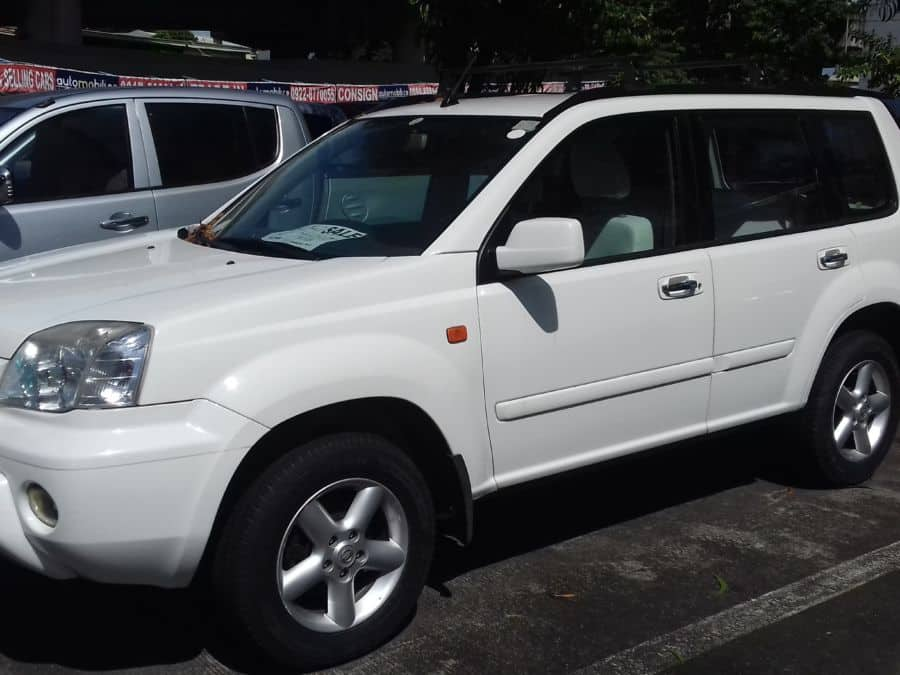 2004 Nissan X-Trail - Left View