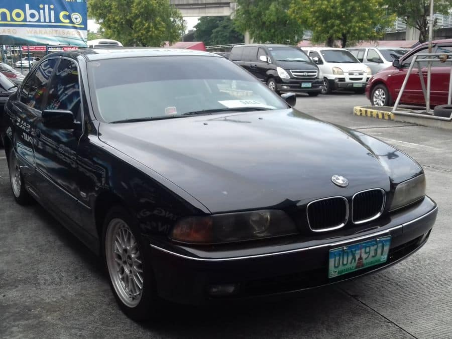 1997 BMW 528i - Right View