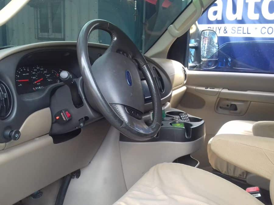 2007 Ford E150 - Interior Front View