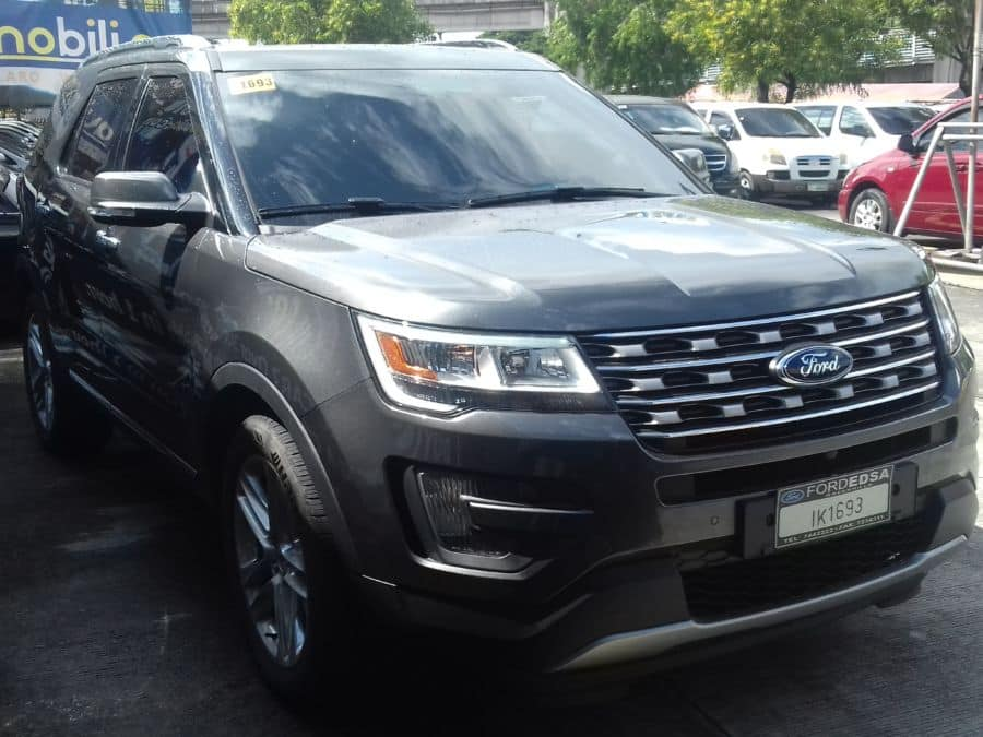 2015 Ford Explorer - Right View