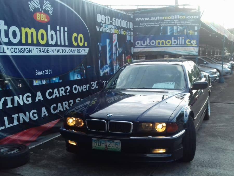1994 BMW 740i - Front View