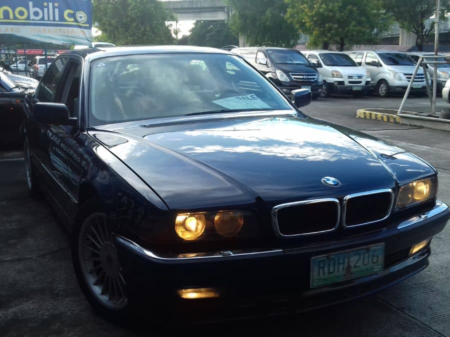 1994 BMW 740i - Right View