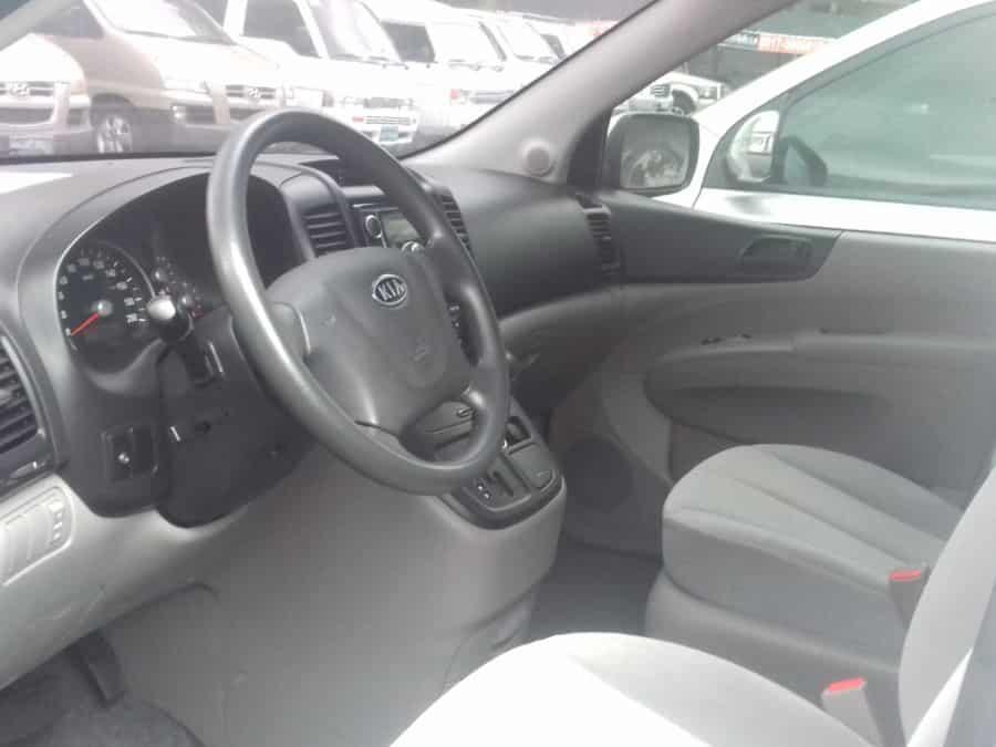 2010 Kia Carnival - Interior Front View