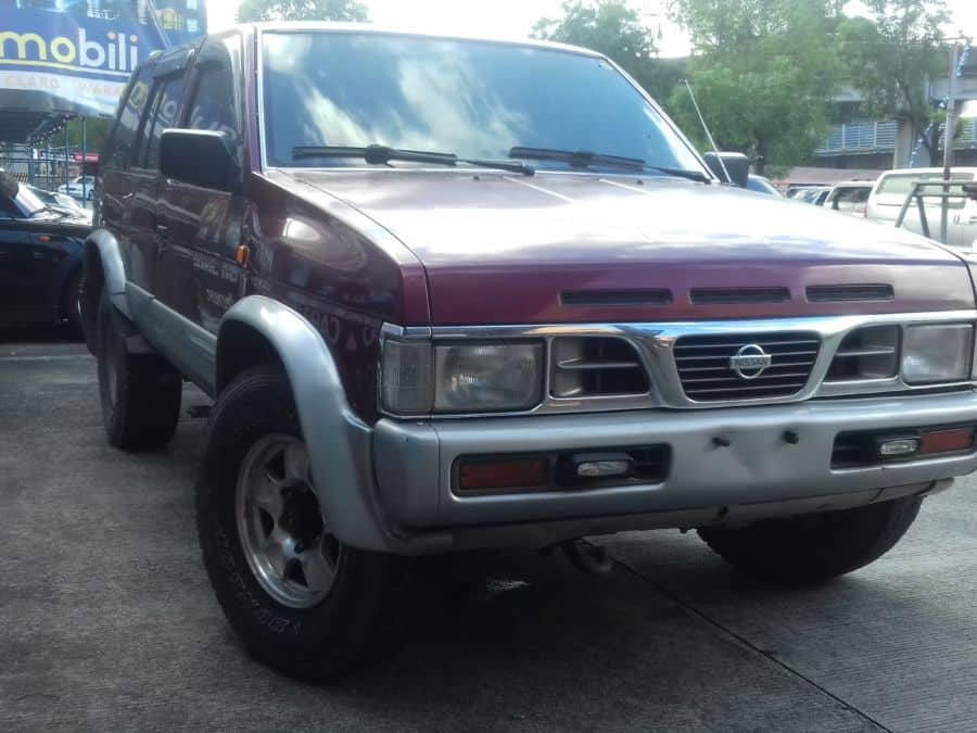 1999 Nissan Terrano - Right View