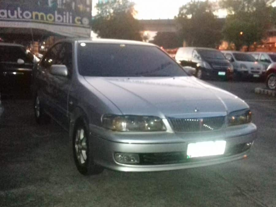 2001 Nissan Exalta - Right View
