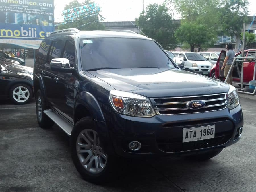 2015 Ford Everest - Right View