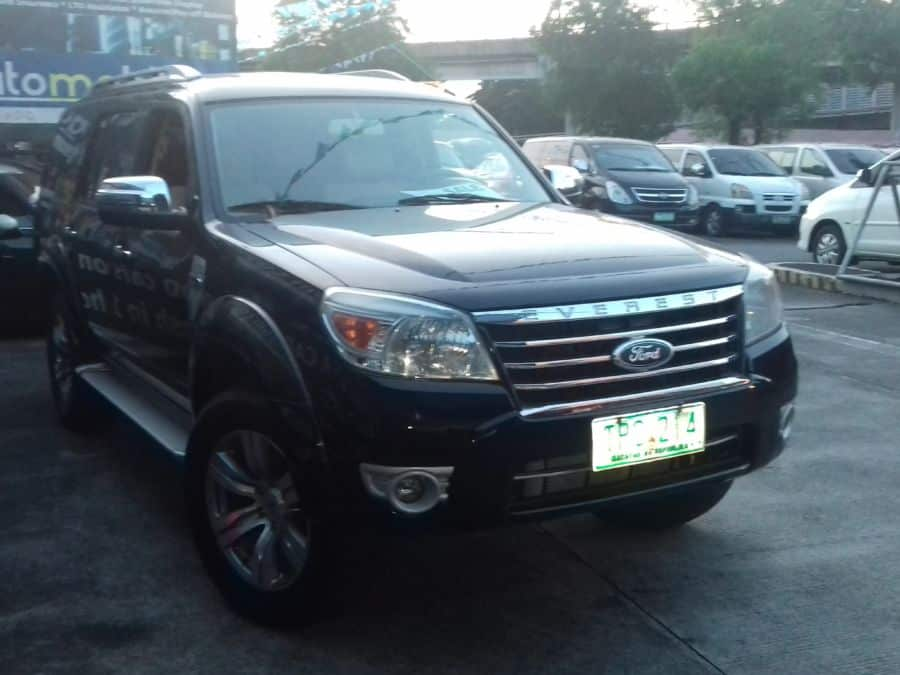 2011 Ford Everest - Right View