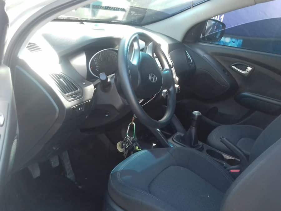 2013 Hyundai Tucson - Interior Front View