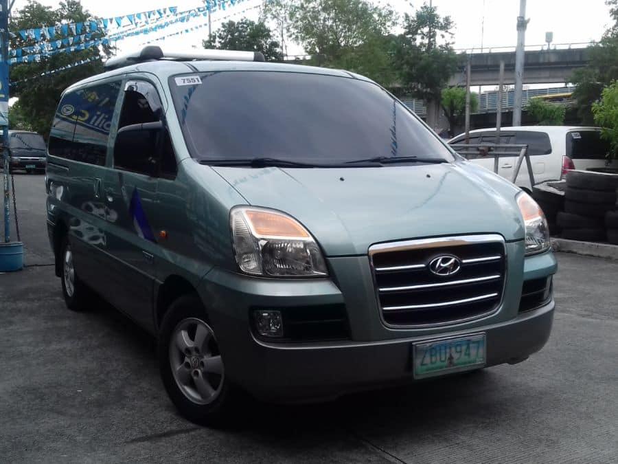 2006 Hyundai Starex - Right View
