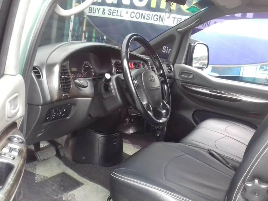 2006 Hyundai Starex - Interior Front View