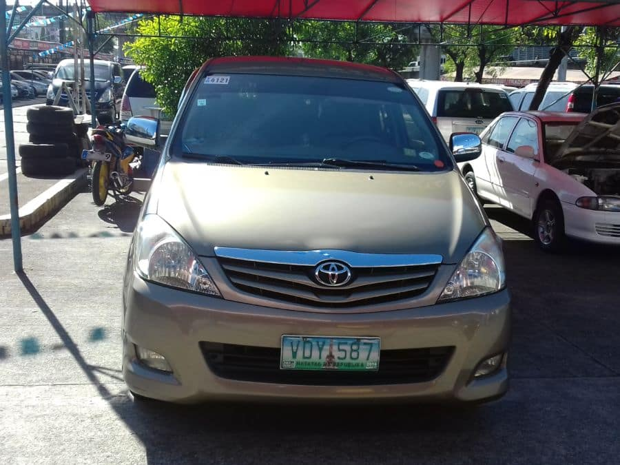 2010 Toyota Innova G - Front View