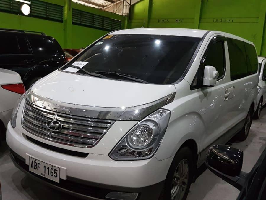 2015 Hyundai Grand Starex - Interior Front View