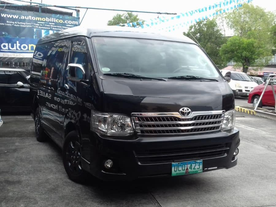 2013 Toyota Grand Hiace - Right View