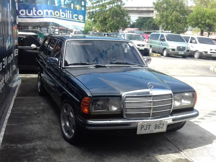 1985 Mercedes-Benz 300TD - Right View